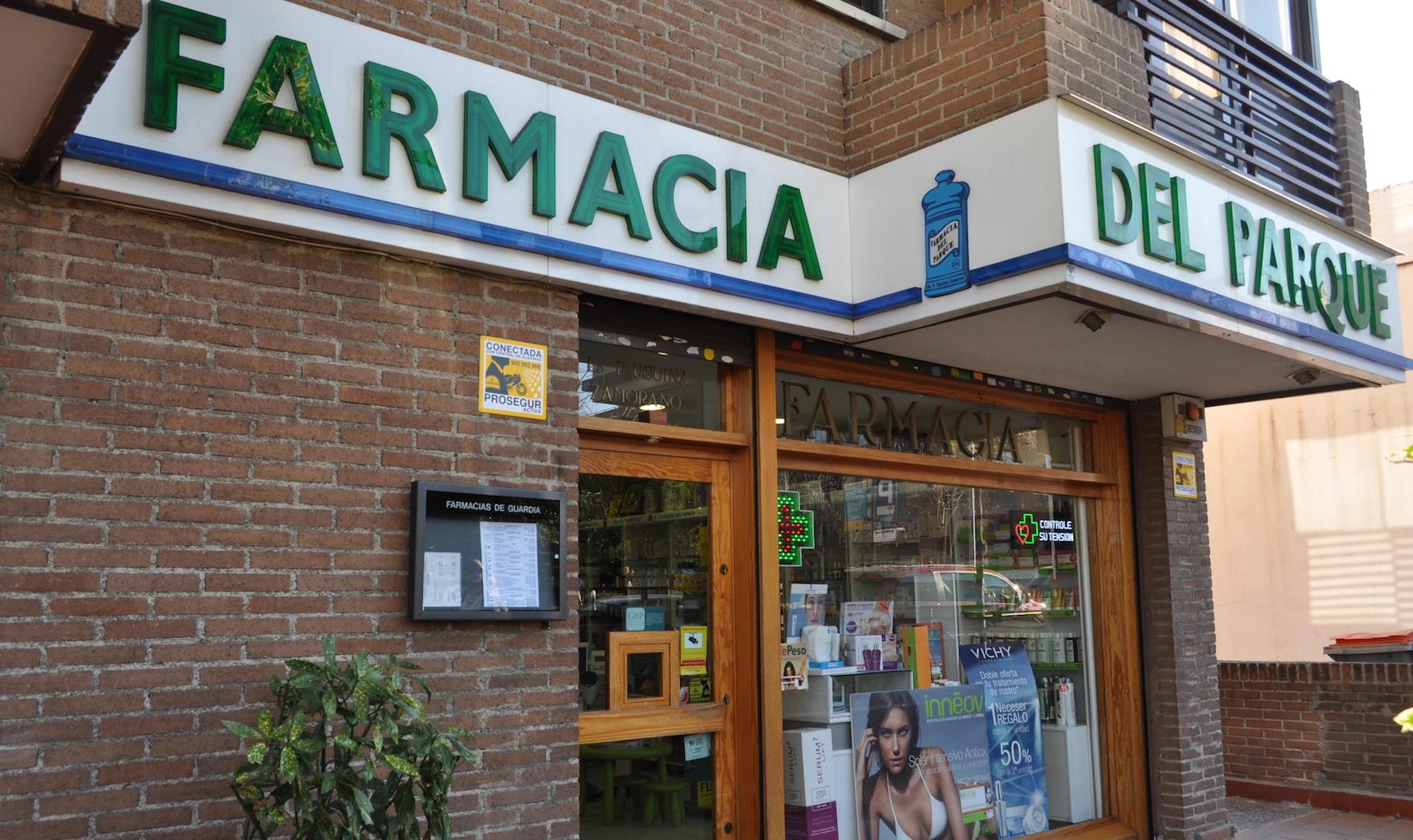 foto de la fachada de farmacia del parque